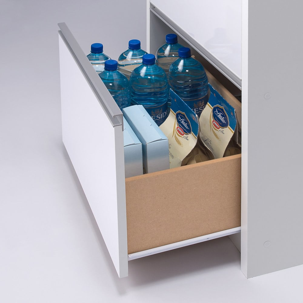 家電が隠せる!シンプル家電収納ストッカー 高さ150cm 引き出しにはペットボトルも入ります。