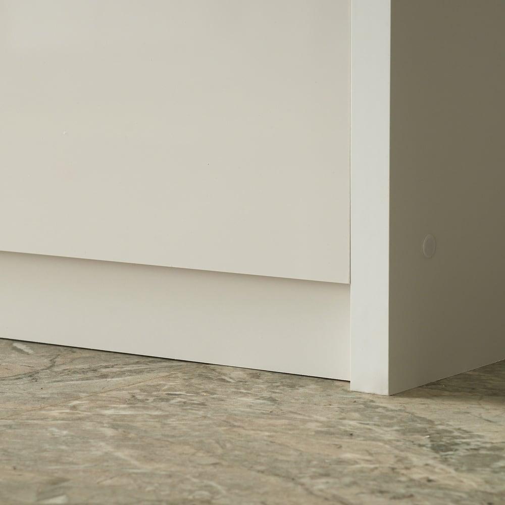 家電が隠せる!シンプル家電収納ストッカー 高さ150cm 最下段引出下には余裕を持たせているので、キッチンマットがあっても安心して開けられます。