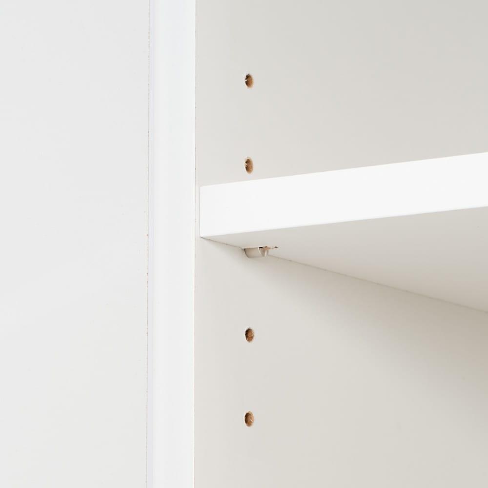 光沢仕上げ・冷蔵庫上ストッカー 幅57cm(脚部59cm) 内部の棚板は3cmピッチ5段階調節。モノに合わせて設定できます。