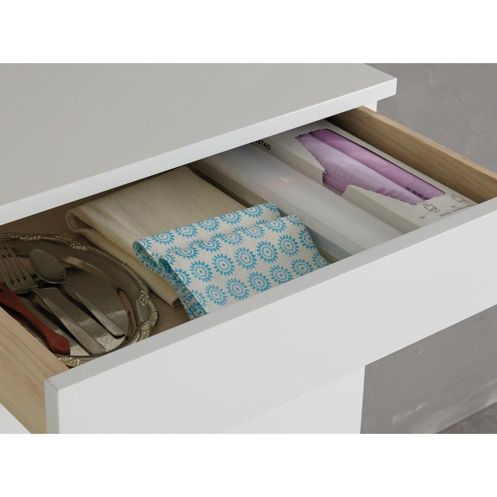 光沢仕上げ腰高カウンター収納シリーズ キッチン収納庫 幅109.5cm 引き出し1段目は内寸高6cm。キッチン雑貨やカトラリーの収納に。