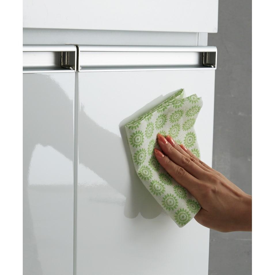 光沢仕上げ腰高カウンター収納シリーズ キッチン収納庫 幅109.5cm 天板と前面はお手入れしやすく美しい光沢塗装仕上げ。