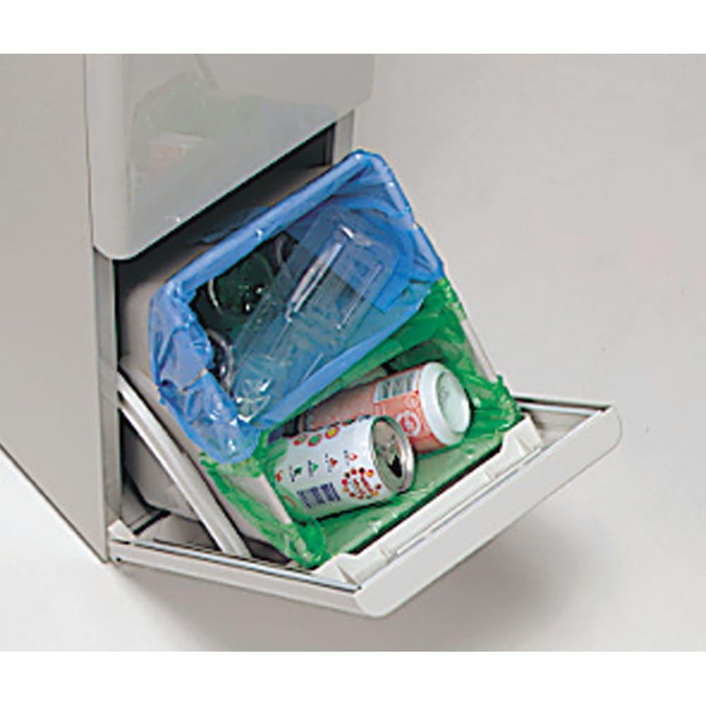 キッチンすき間収納 トールタイプダストボックス 2分別 1つのペールに2枚の袋が取り付けられる、ゴミ袋ストッパー付き。 ペールはぬめり防止加工でいつも清潔。