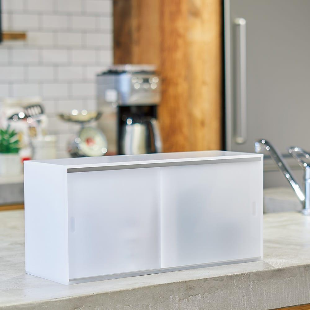 アクリルカウンター上収納庫 幅45cm 奥行15cm 奥行が狭めのカウンター上にも置けます。