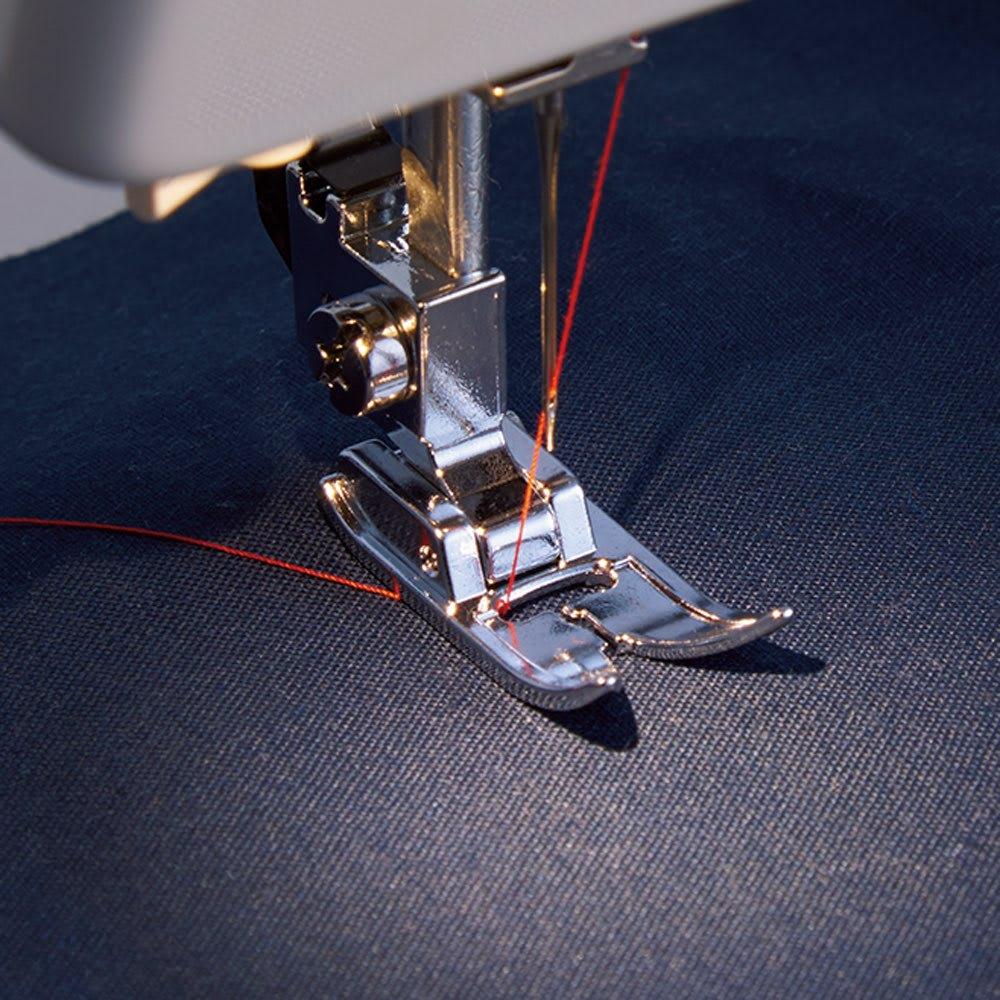 JANOME コンパクトミシン特別セット 【LEDライト付き】 手元を明るく照らし、縫う箇所がよく見えるLEDライトを内蔵。