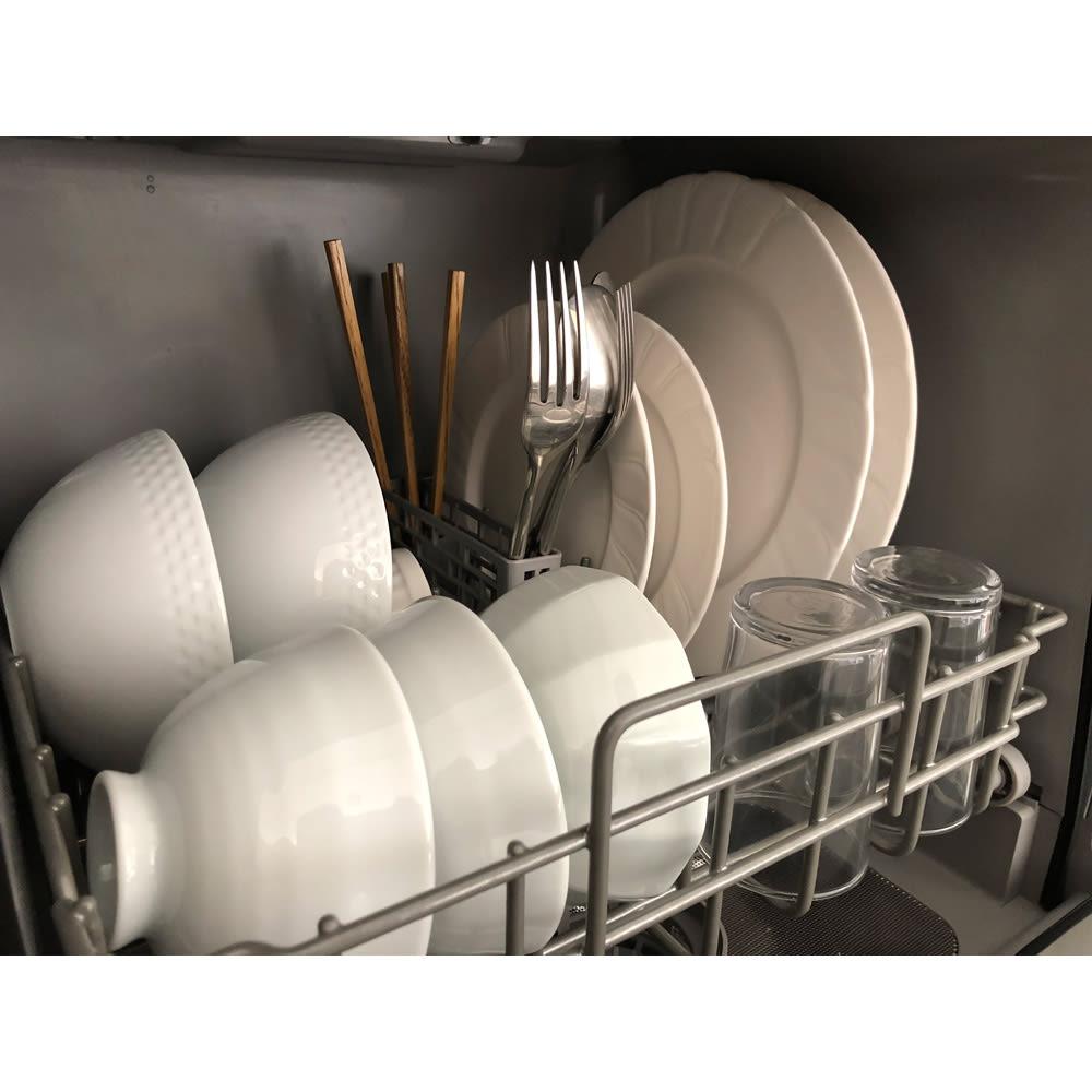 【ディノス先行販売】水栓工事のいらない食器洗浄乾燥機 販路限定カラー コンパクトながら庫内は16点までの食器類を収納することができます!3人分の食器類がしっかりおさまります。