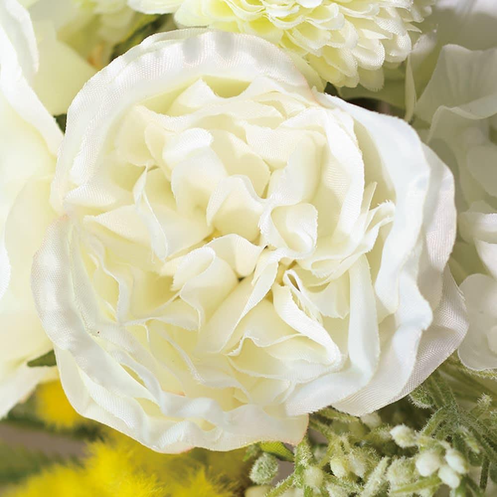 ローズのアレンジメントフラワー お得な2個組 ホワイト…白バラをメインに、人気のミモザがアクセント。