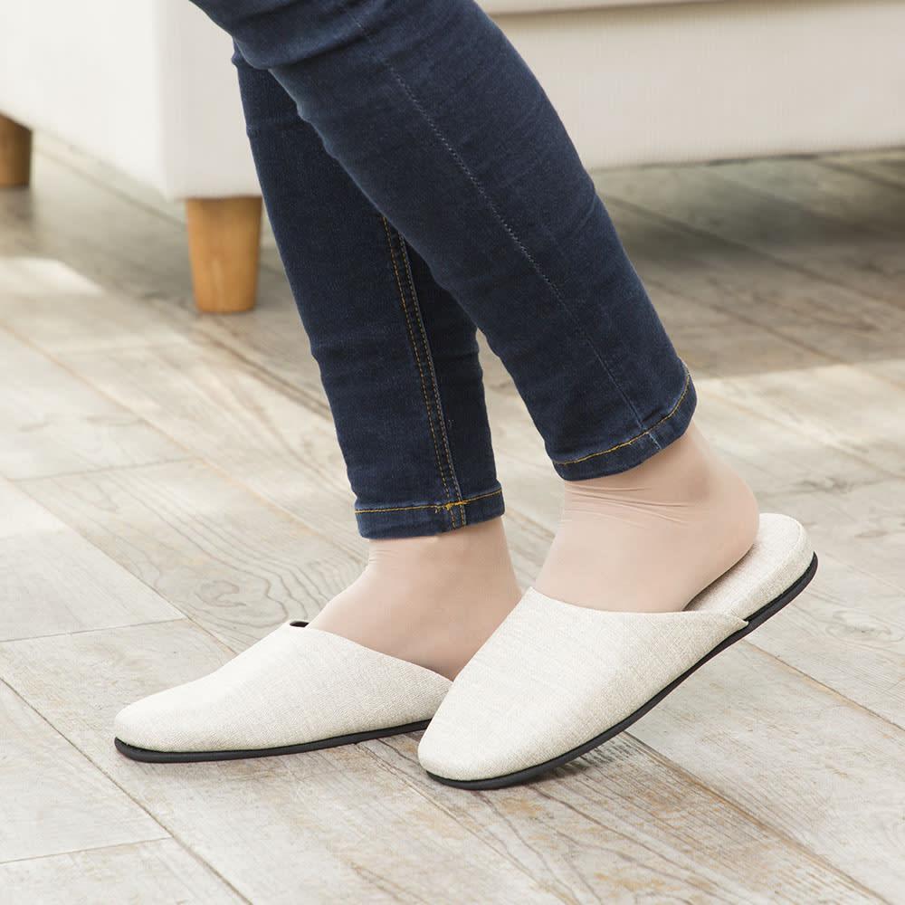 お手入れしやすいゲストスリッパ4足組 スタイリッシュタイプ 細身なデザインで、履き姿も美しく。