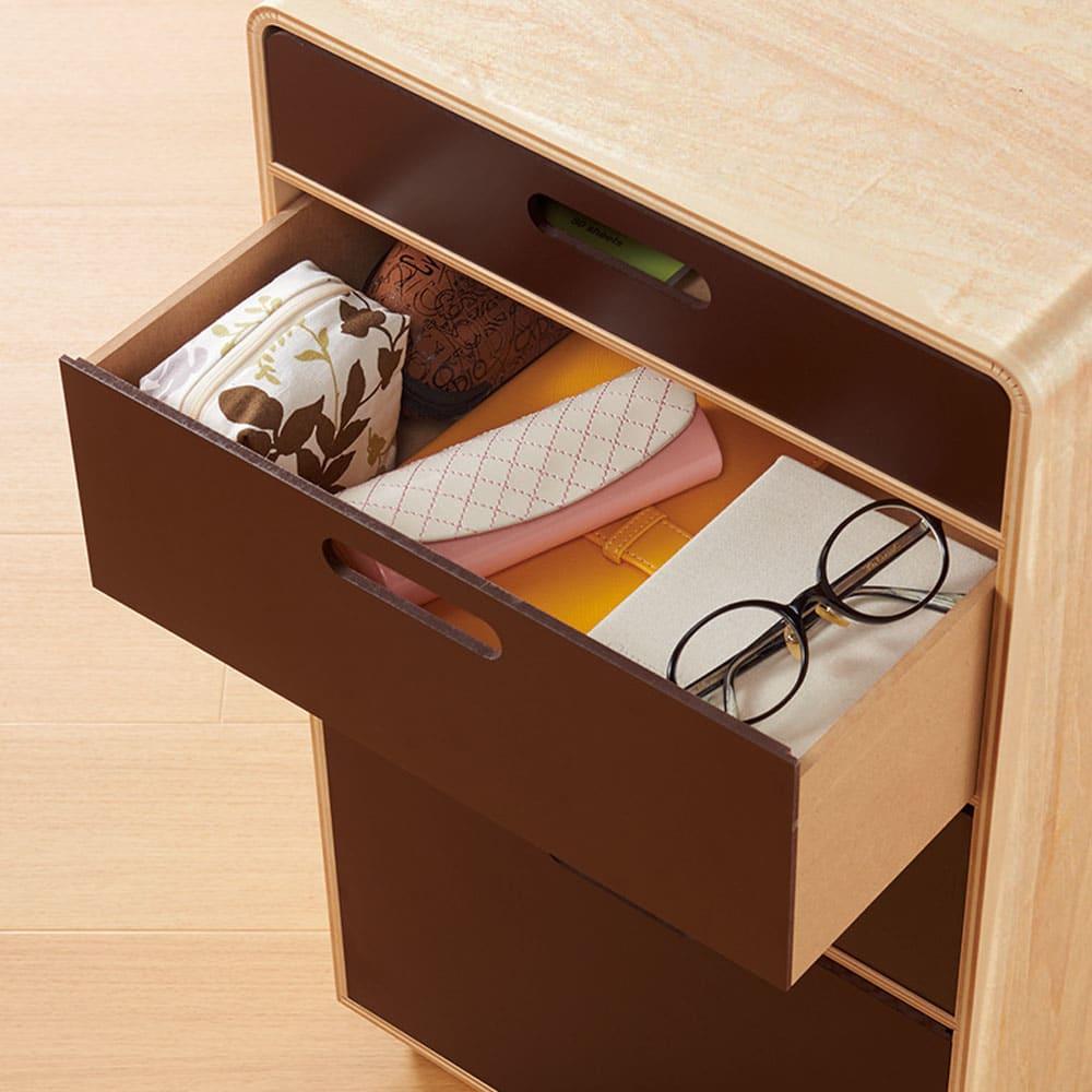北欧風 曲げ木リビングワゴン チェスト チェスト中段・中引き出し(内寸深さ約11cm) メガネや文房具、DM、薬などかさばるものを収納。