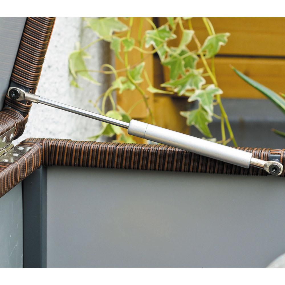 組立不要ラタン調ベンチ収納 幅120cm ダンパー付きで、軽い力で開け閉めがスムーズにできます。