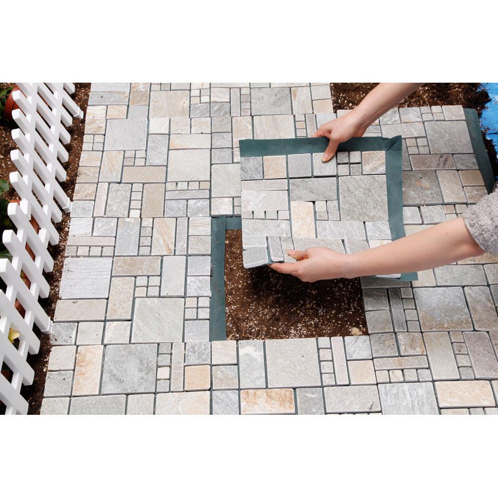 雑草が生えない天然石マット スクエア8枚組 防草シート部を重ねて並べれば、マットの境目からの雑草も防ぐことができます。