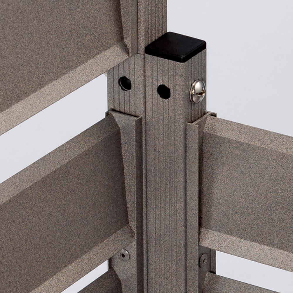 簡単リフォームアルミボーダーフェンス【ブラウン】 ロータイプ高さ79cm幅120cm(1枚) 連結部は付属部品でがっちり固定。コーナー使いもできます。※スタンド(別売)使用時はフェンス同士の連結はできません。
