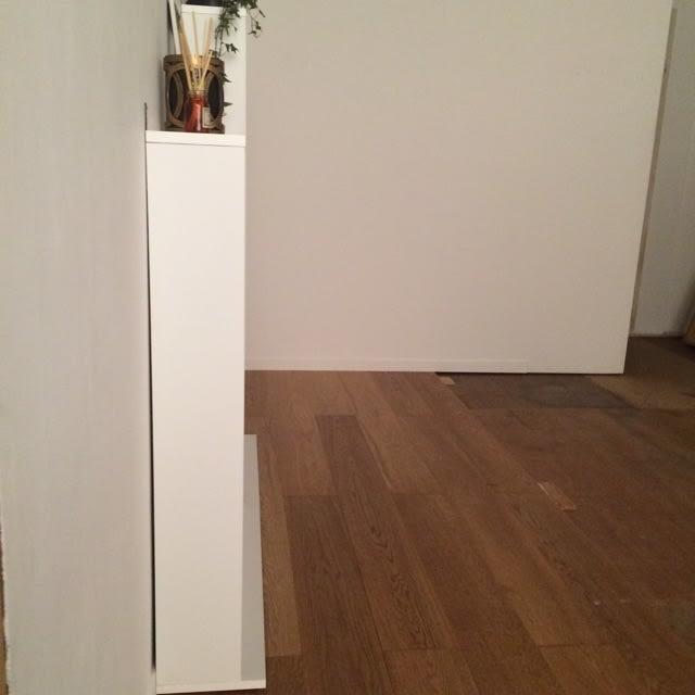 静かに閉まる薄型フラップシューズボックス シングル3段 幅90cm 本体奥行きはわずか18センチ。狭い廊下にも設置可能です。