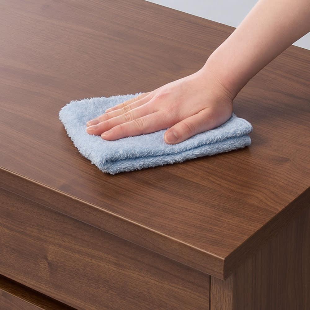 耐荷重100kg!収納庫付ベンチ 引き出し・幅90奥行31cm 表面材はすり傷や汚れに強い「クリーンイーゴス(R)※」を採用。※「クリーンイーゴス(R)」は汚れや擦り傷、日光による劣化・変色に強いEBコート紙。油性マジックの汚れも乾拭きで拭き取れます。