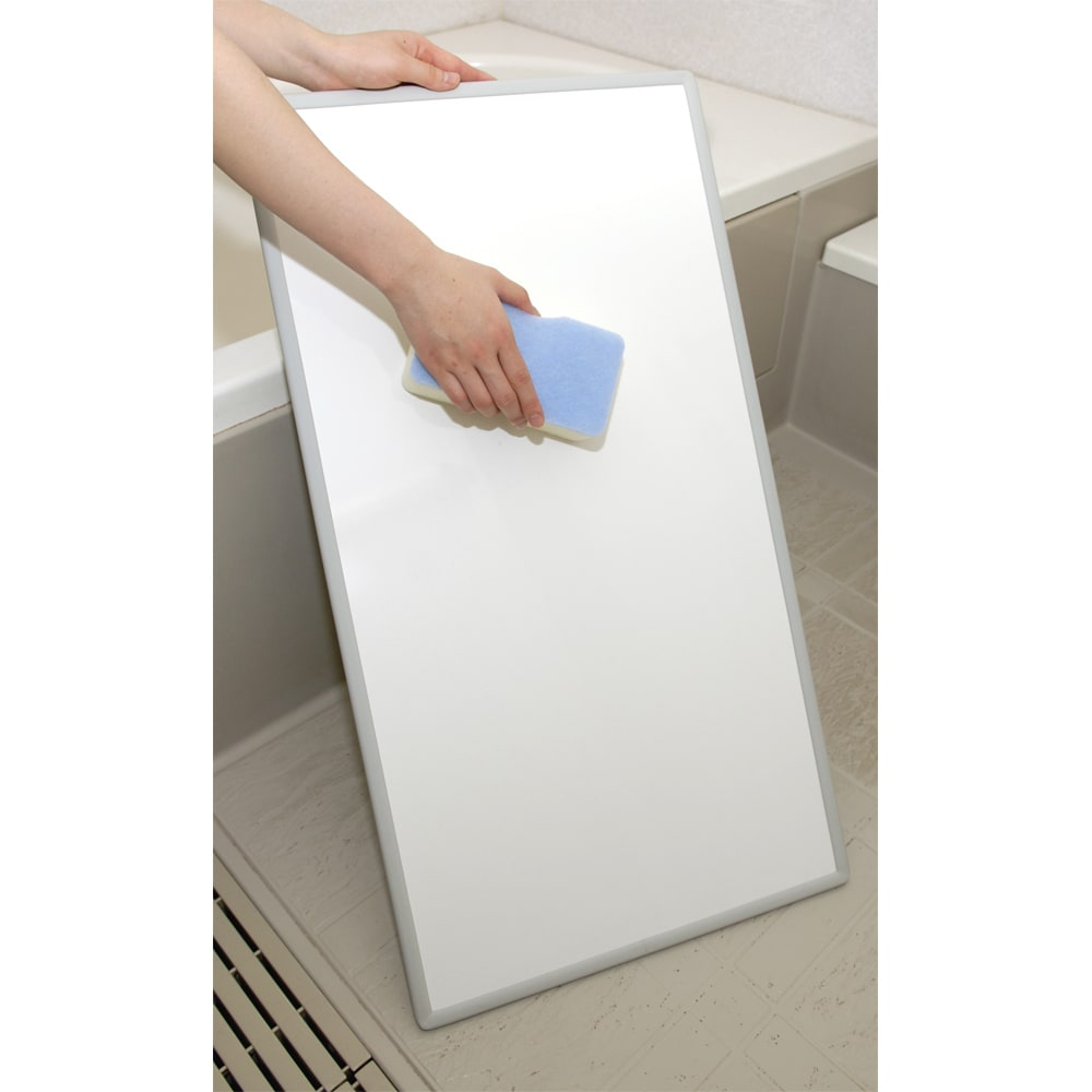 幅122~130奥行68cm(2枚割) 銀イオン配合(AG+) 軽量・抗菌 パネル式風呂フタ サイズオーダー フラットパネルなので、洗いやすくお手入れも簡単。