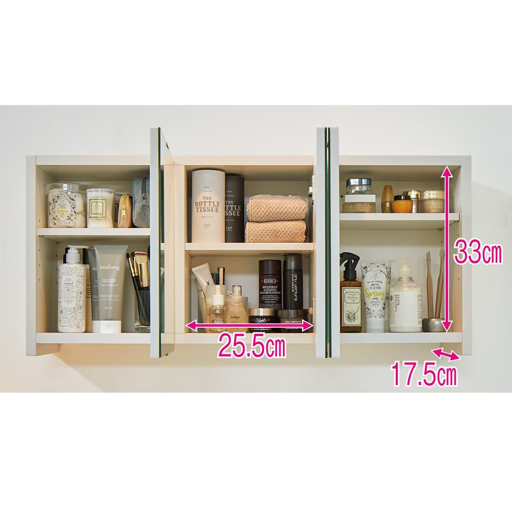 どこでもドレッサースペースにできる 三面鏡付き吊り戸棚 幅59cm 可動棚には、ヘアケア・スキンケア・洗面用品、メイク道具、タオルなどが効率よく分類収納できます。