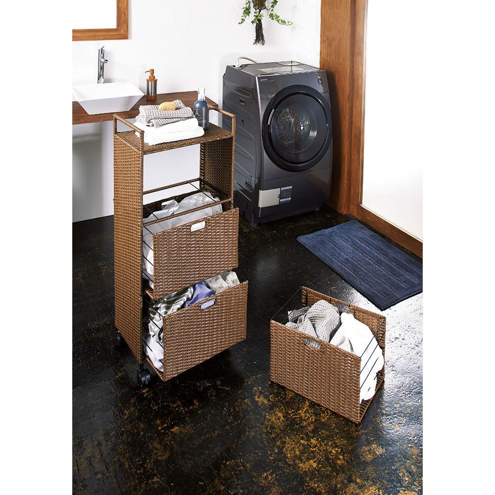前後どちらからでも引き出せるラタン調ランドリーワゴン 3段 高さ110cm (ア)ブラウン 事前に洗濯物が分類できます。キャスター付きで移動がラク。