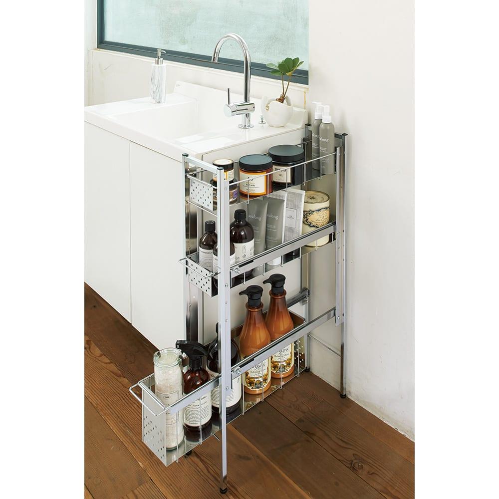 ステンレス洗濯機サイドラック 4段 幅14.5cm高さ103.2cm 使用イメージ ※写真は3段 幅17.5高さ80.5cmタイプです。