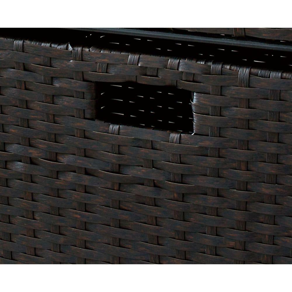 ラタン調ランドリーチェスト キャスター付きタイプ 幅41高さ109.5cm (イ)ダークブラウン ラタンのような風合いのバスケットは水に強いポリエチレン製。汚れてもお手入れが簡単です。