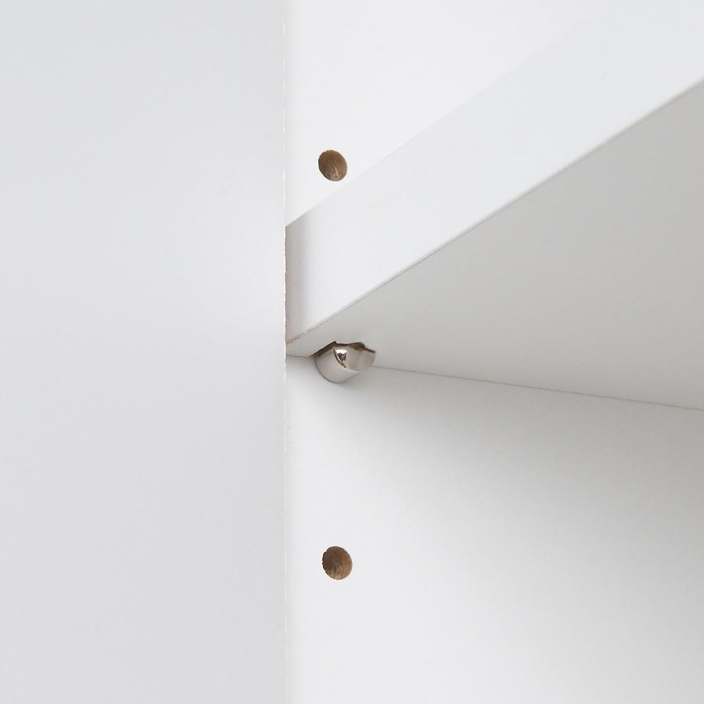 天板が使える 光沢仕上げ扉付きすき間収納庫 ハイタイプ・幅20cm 棚板はダボでしっかりと支えます。 可動棚板は3cmピッチ3段階で可動できます。