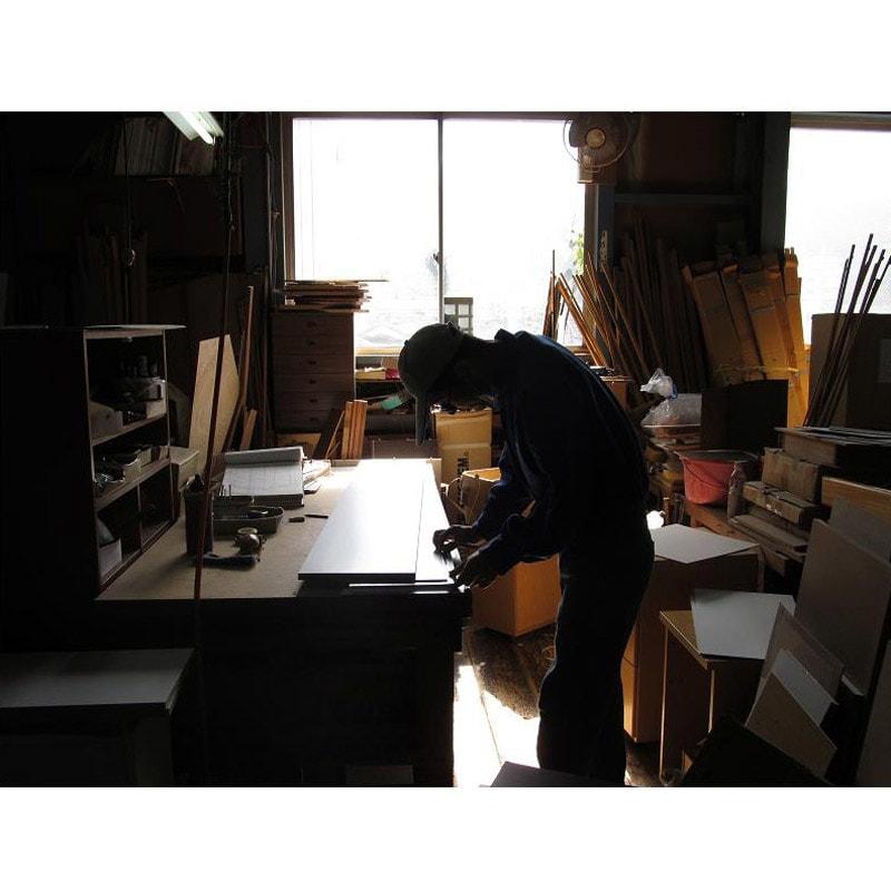 取り出しやすい2面オープンすき間収納庫 奥行44.5cm・幅12cm 国産老舗家具メーカーの熟練された職人がひとつずつ、丁寧に仕上げた商品です。