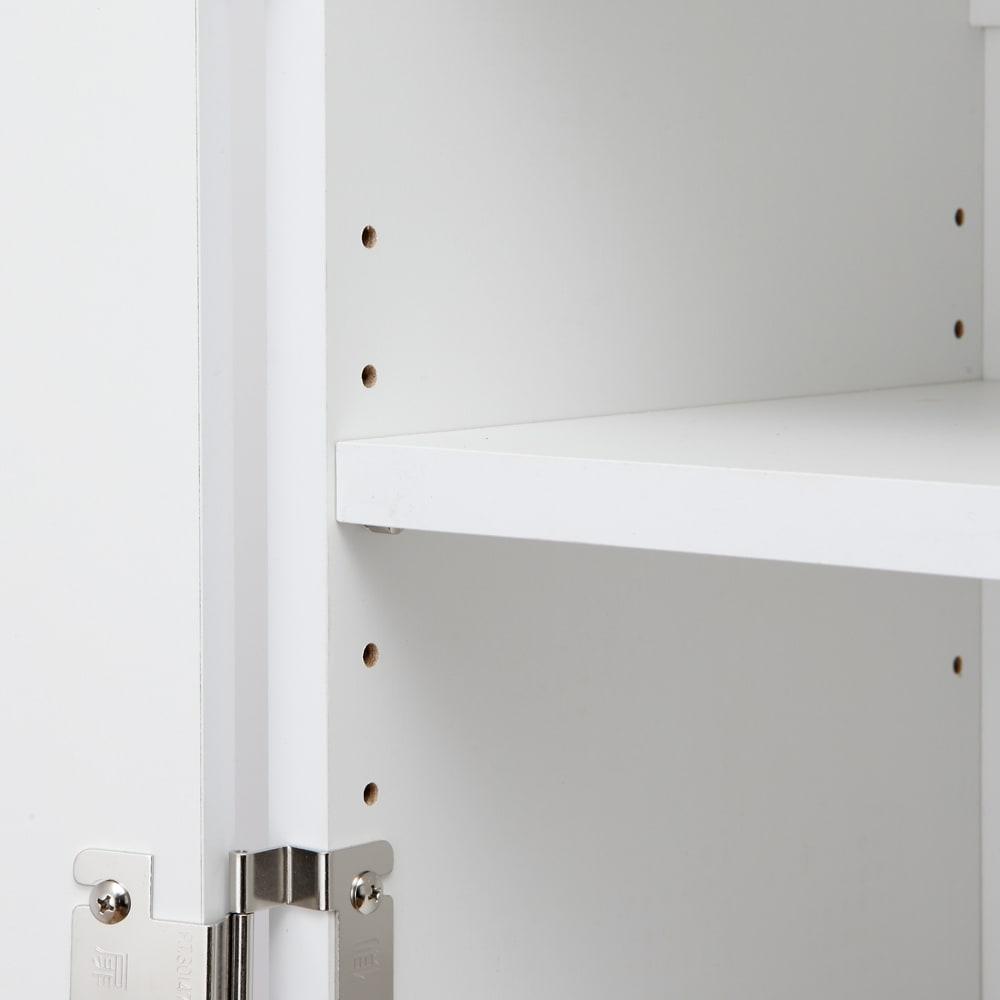光沢仕上げ吊り戸棚 扉タイプ 幅60cm 棚板は3cmピッチ5段階で調節可能です。
