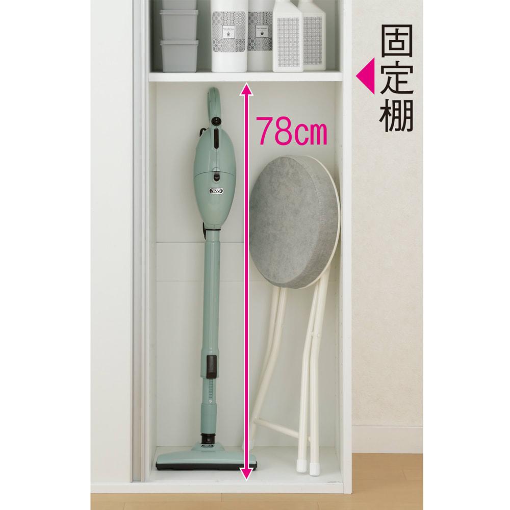 サニタリー片引き戸収納庫 幅90cm 可動棚を外せば、掃除機や脚立など長い物も入れられます。