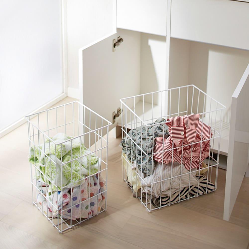 組立不要 洗濯カゴ付き2in1光沢サニタリー収納庫 ロータイプ 幅43.5cm 通気性のよいスチールバスケットは取り外しが可能。洗濯物を干す時にも使えます。