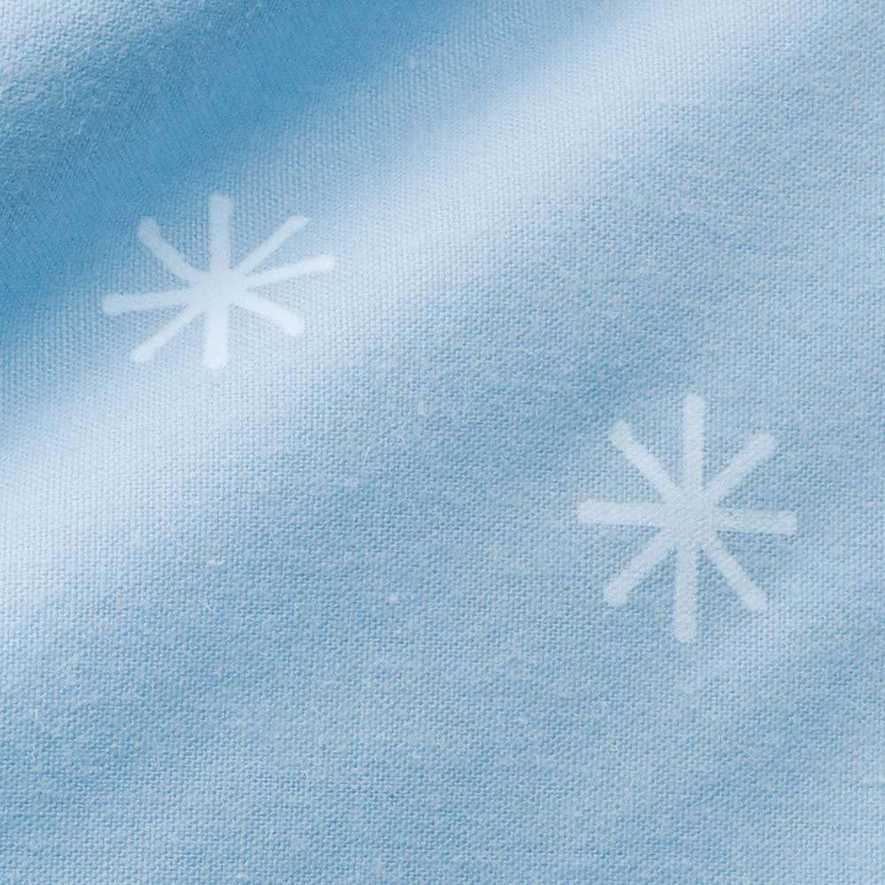 【フォスフレイクス】枕クラシック&ロイヤーレ 枕カバー付き 枕:ブルー 綿100%の側生地はおしゃれな雪柄入り。