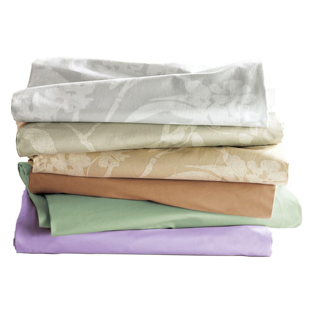 枕(綿100%生地の新ダニゼロック カバー付き) 上から(ウ)花柄グレー、(イ)花柄グリーン、 (ア)花柄ベージュ、  (エ)ベージュ、 (オ)ライトグリーン、 (カ)ラベンダー  なめらかな肌触りが心地いい綿100%の高密度サテン。縫い目やファスナーの工夫でダニを通しません。防ダニ剤不使用です。