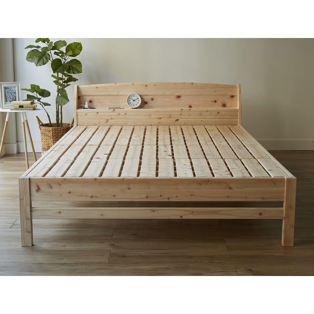 国産無塗装ひのきすのこベッドフレーム(すのこ板4分割) 床面には通気性のいいすのこを採用。すのこも国産ひのきを使用しております。 ※写真はダブルサイズです。