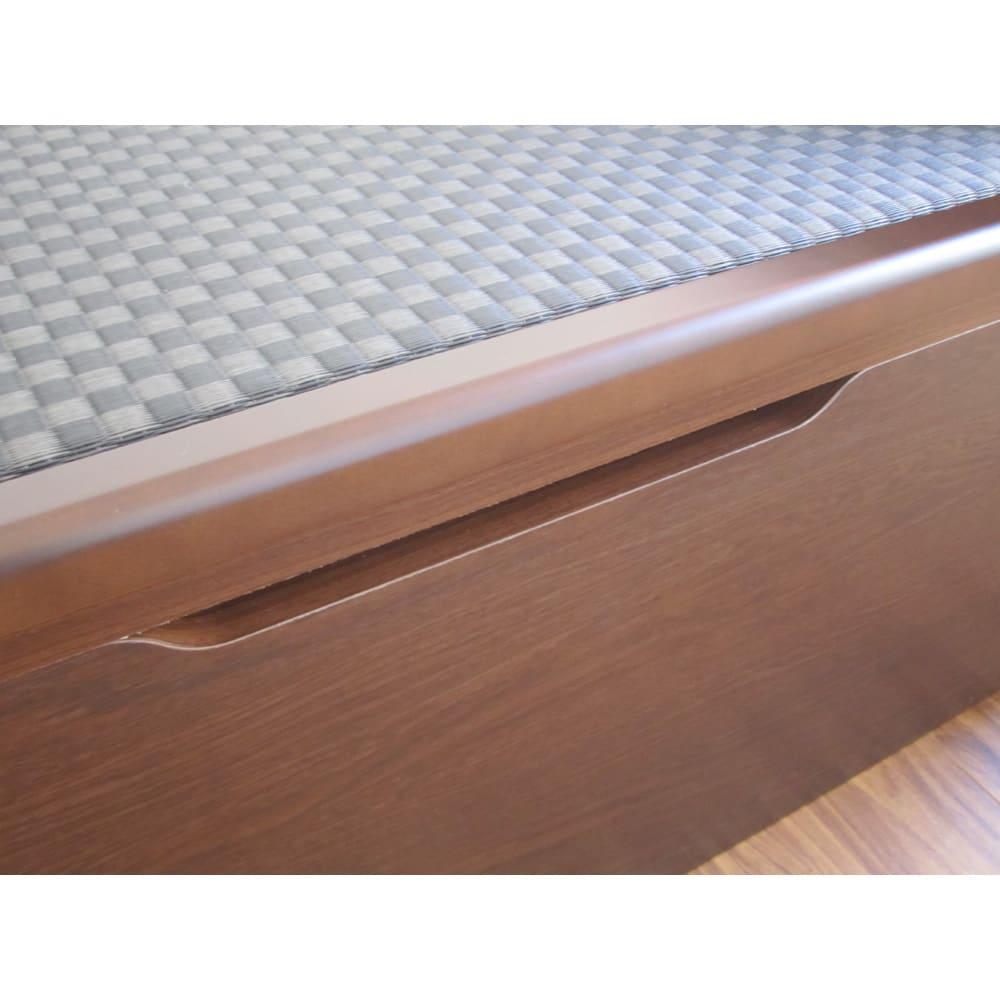 跳ね上げ美草畳収納ベッド ヘッド付き 床面を持ち上げる際、閉じる際に、手を挟まないようにくぼみを設けています。