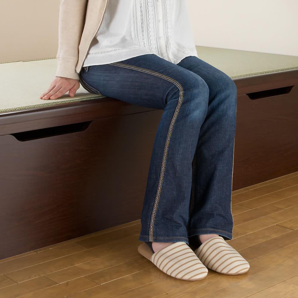 絨毯のような長いモノも収納できる!跳ね上げ式収納畳ベッド ヘッド付き(高さ80・床面まで41cm) 床面高さ41cmの立ち座りしやすい高さです。