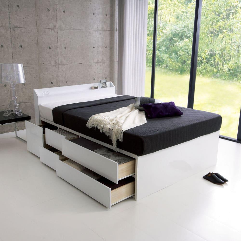 光沢が美しい収納チェストベッド ポケットコイルマットレス(厚さ19cm)付き 非日常的な清潔感のある、まるでモデルルームのようなベッドルームを実現! (ア)ホワイト 写真はダブルサイズです。