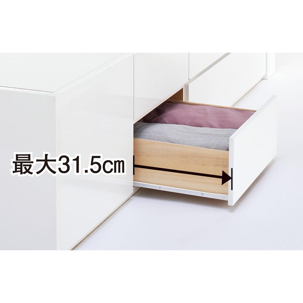 光沢が美しい収納チェストベッド ポケットコイルマットレス(厚さ19cm)付き 引き出しの最大引き幅は31.5cm。開閉もスムーズ。