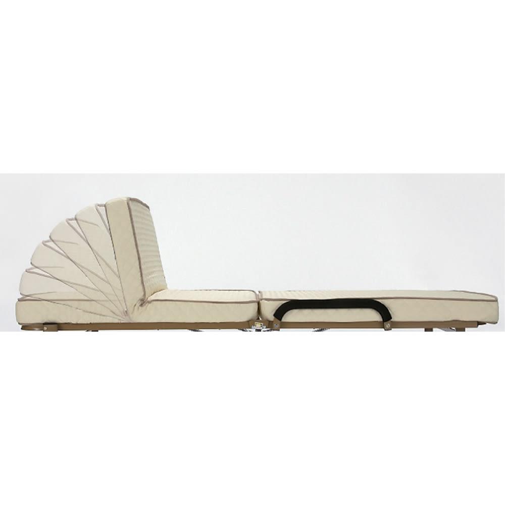 開梱してすぐ使える!組立不要 低反発ウレタン入り折りたたみリクライニングベッド 背部80度まで5段階にリクライニング可能。