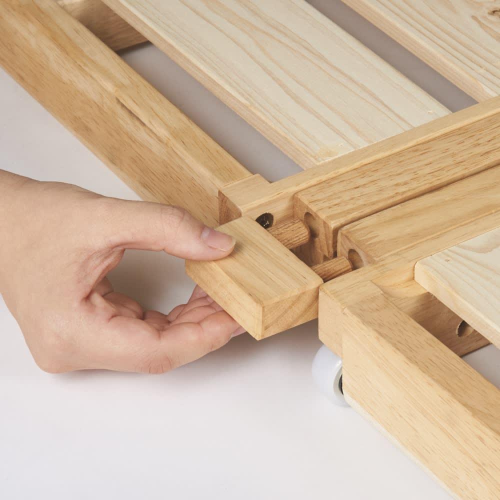 ぴったり並べられる折りたたみ ひのきすのこベッド お得な2台セット 連結時に固定するストッパー。