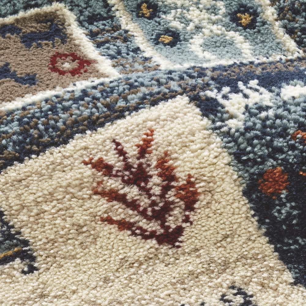 エジプト製ウィルトン織りラグ〈ラピス〉 繊維が細めでしっとり柔らかな風合い