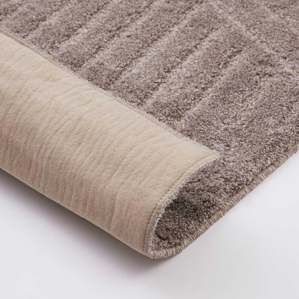 ハイブリッドバック防音ふっくらラグ 裏面は不織布に滑りにくい加工が施されています。