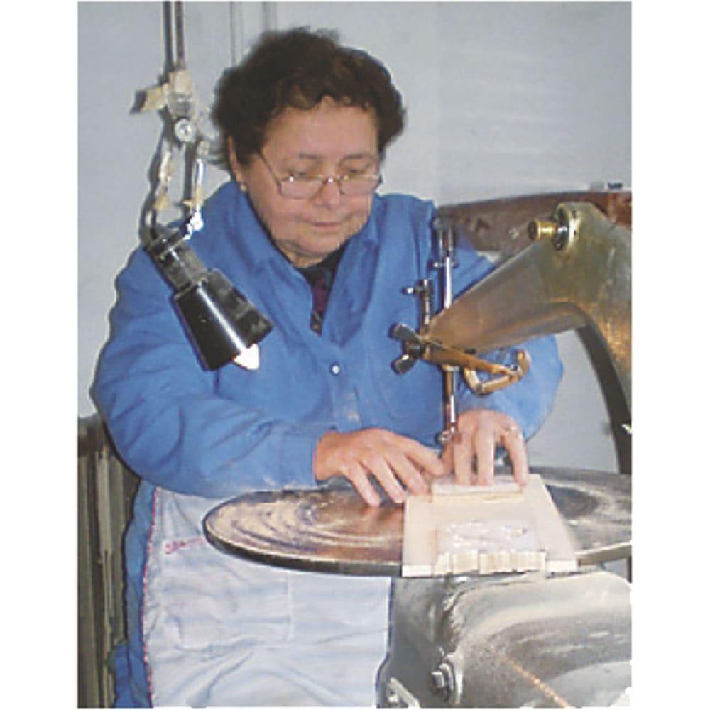 イタリア製象がんシリーズ チェスト3段 幅75奥行37高さ55cm 現地、イタリアの工場では熟練された職人による手作業が行われています。
