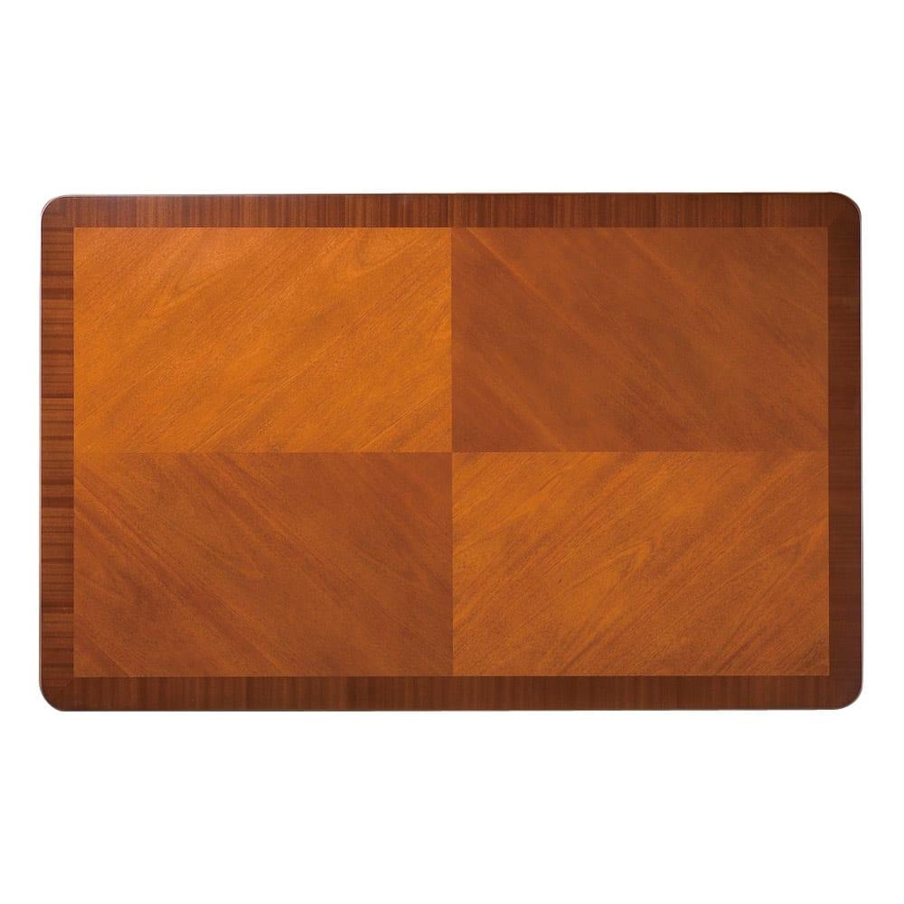 ベネチア調象がんシリーズ ハイチェスト テーブル天板には木目を組み合わせて端正な矢羽模様を表現。