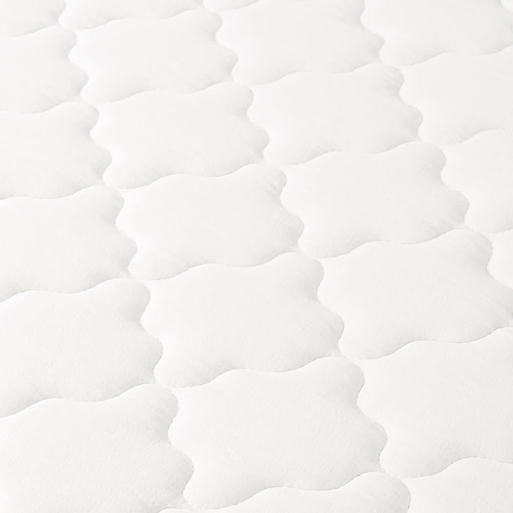 エレガントラインシリーズ ベッド(マット付き) 伸縮性の高いニット生地で包むことで、しっかりとしたポケットコイルの寝心地に適度な柔らかさを加えました。