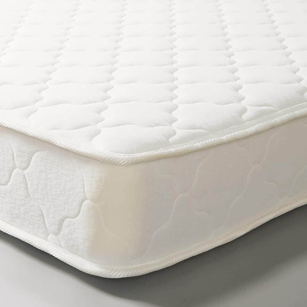 エレガントラインシリーズ ベッド(マット付き) 厚み約19cmとボリュームのある仕上がりで、通気性のある立体メッシュ生地を4側面に使用。