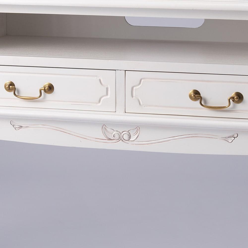 アンティーク調クラシック家具シリーズ テレビ台・幅150cm 配線用のコード穴付きです。