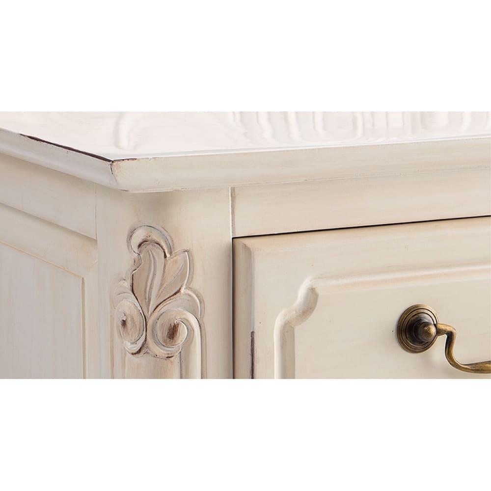 アンティーク調クラシック家具シリーズ テレビ台・幅150cm (ア)ホワイト 部分的に塗装に削り加工を施し、長年使い込んだような味わいのある風合いに仕上げています。