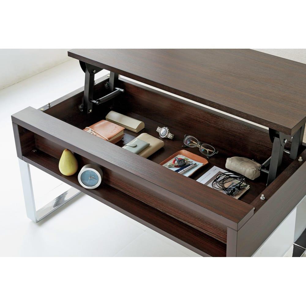 収納もたっぷり!腰かけながら使えるリフティングテーブル幅110 天板下には、通勤アイテムや常備薬など、リビングに散らばりがちな小物がたっぷりしまえます。(※写真は幅110cmタイプ)