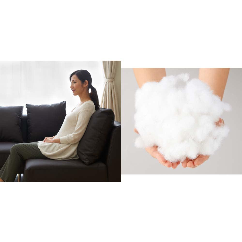 シンプルスタイルコーナーソファ お得な3点セット 背クッションにはたっぷりのポリエステル綿を使用しています。身体を包み込むような感じに。