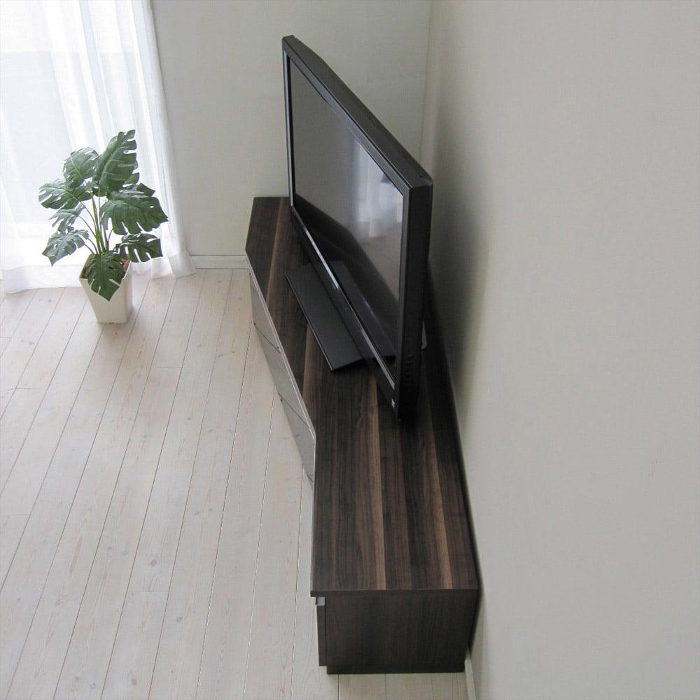 住宅事情を考えたコーナーテレビボード 幅165cm・左コーナー用(左側壁用) (イ)ダークブラウン コーナーにフィットするこの形、空間を効率よくスマートな暮らしを望むあなたに最適な形に仕上げました