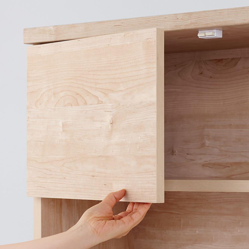 天然木調テレビ台ハイバックシリーズ テレビ台・幅100.5奥行45cm 扉の下に手を入れて開けます。取っ手がなくスッキリしたデザインです。(※お届けの色とは異なります)