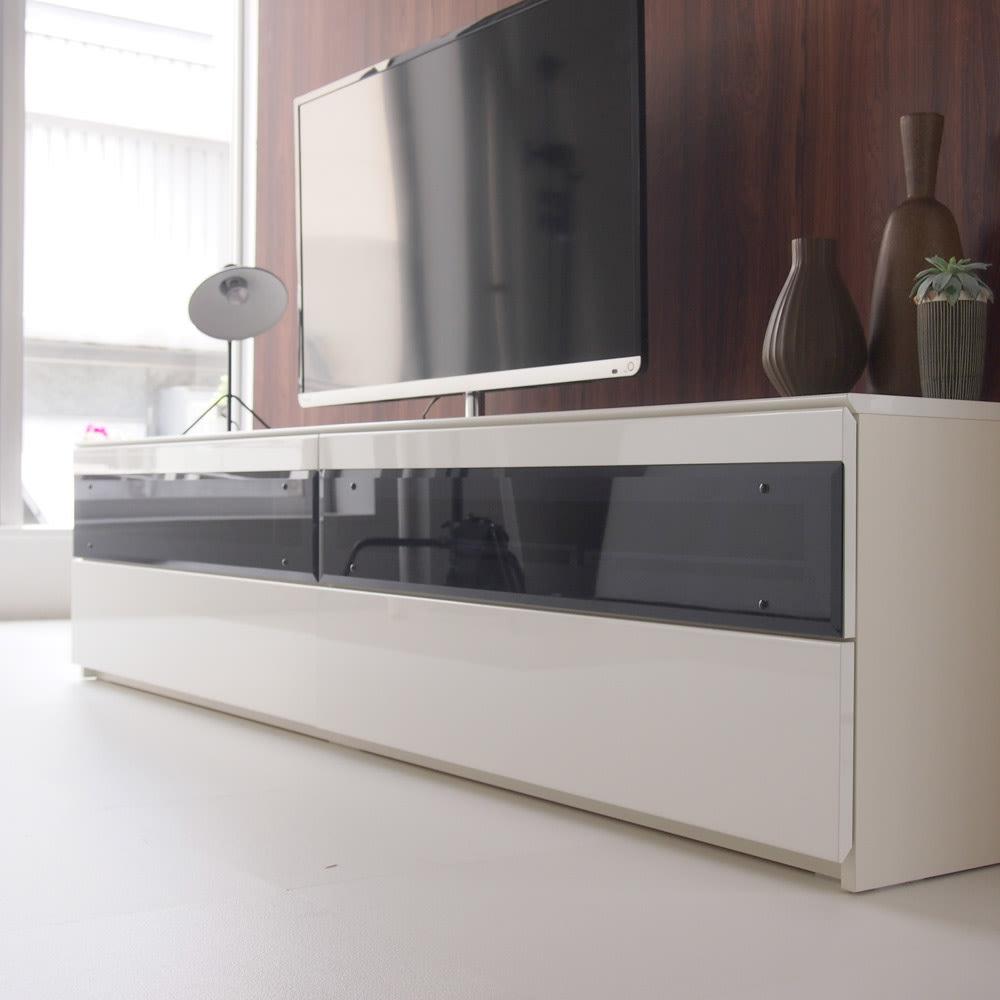 パモウナBW-200 輝く光沢のモダンリビングシリーズ テレビ台 幅200cm 出っ張りのないすっきりしたフラットなデザインです。