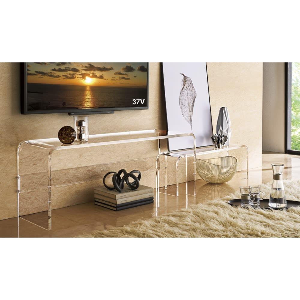 アクリル伸縮式テレビボード 幅115~195cm 透明感のあるアクリルは、空間をすっきり広々と見せます。